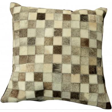 Coussin décoratif scandinave 45x45 cm en peau de vache coloris beige, marron, gris et blanc collection Meehan